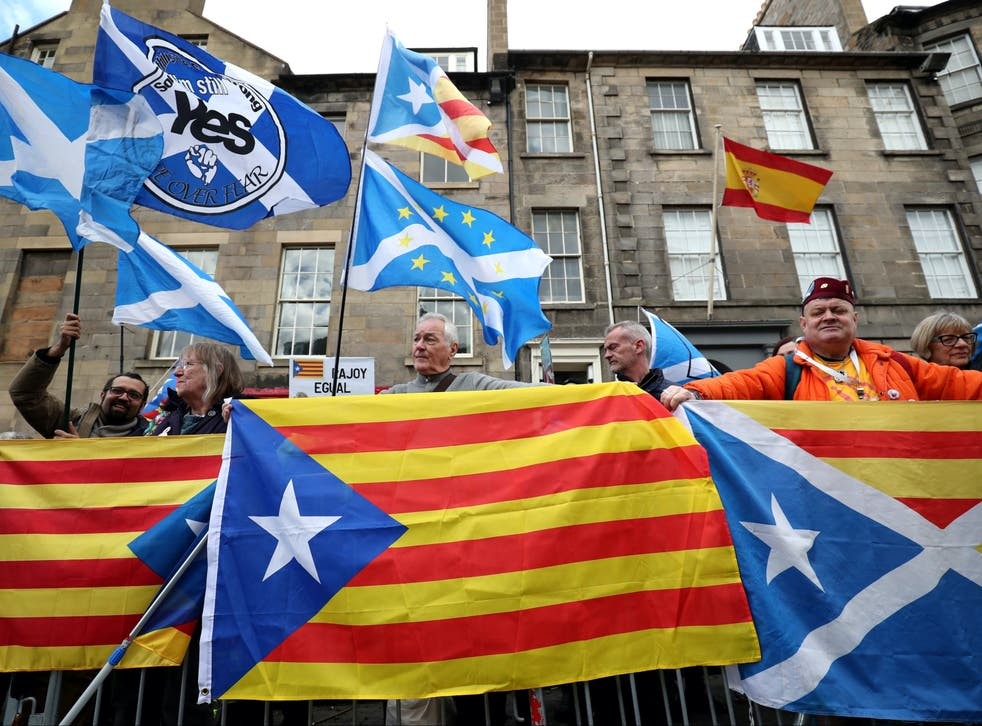 Scottish independence protesters in Edinburgh