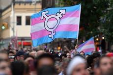 EE.UU. descarta propuesta de la era Trump, que niega asilo en refugios para personas transgénero