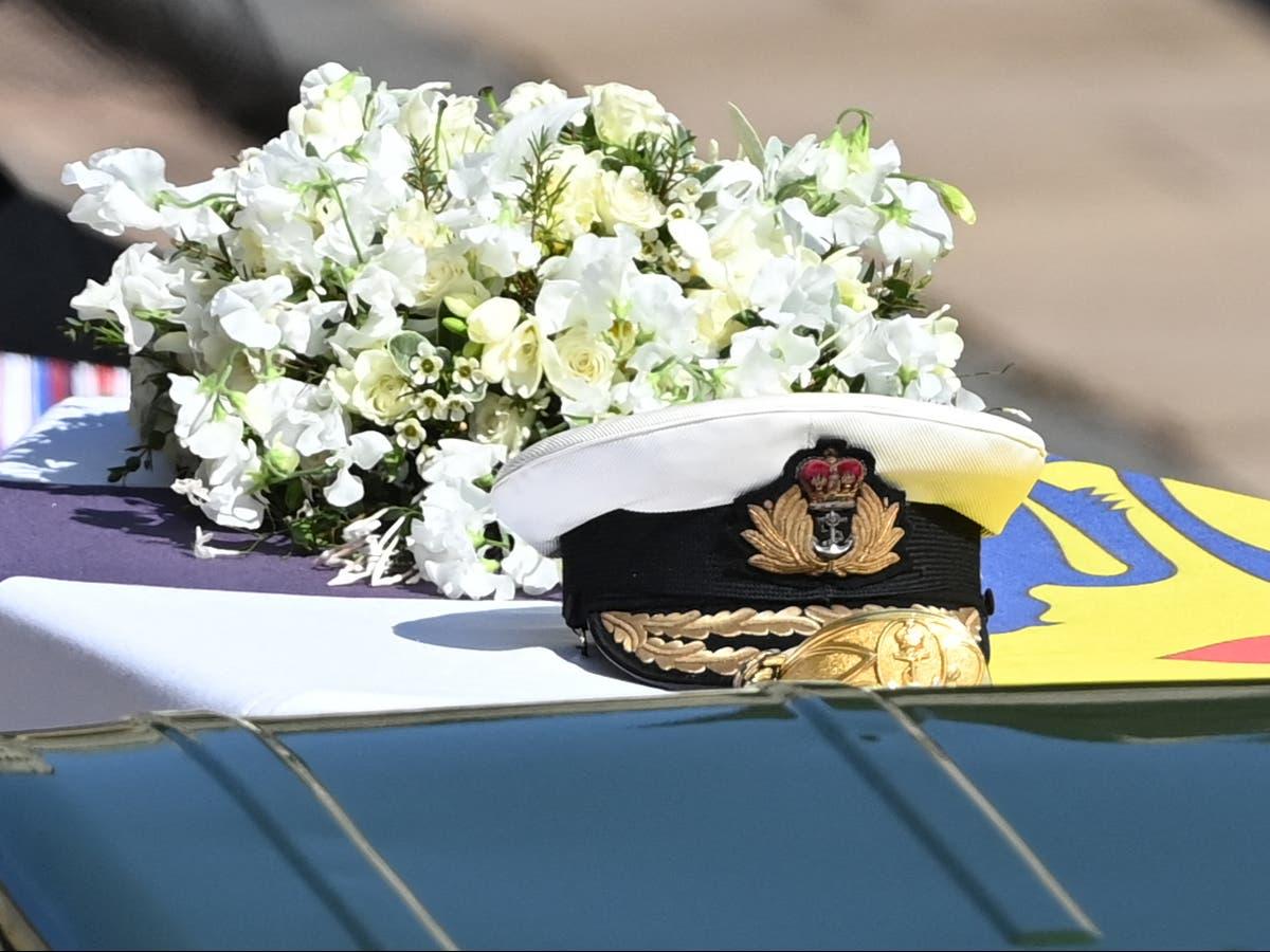 Image Queen left handwritten note on Prince Philip's coffin