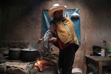 Miseria rural impulsa candidatura de maestro en Perú