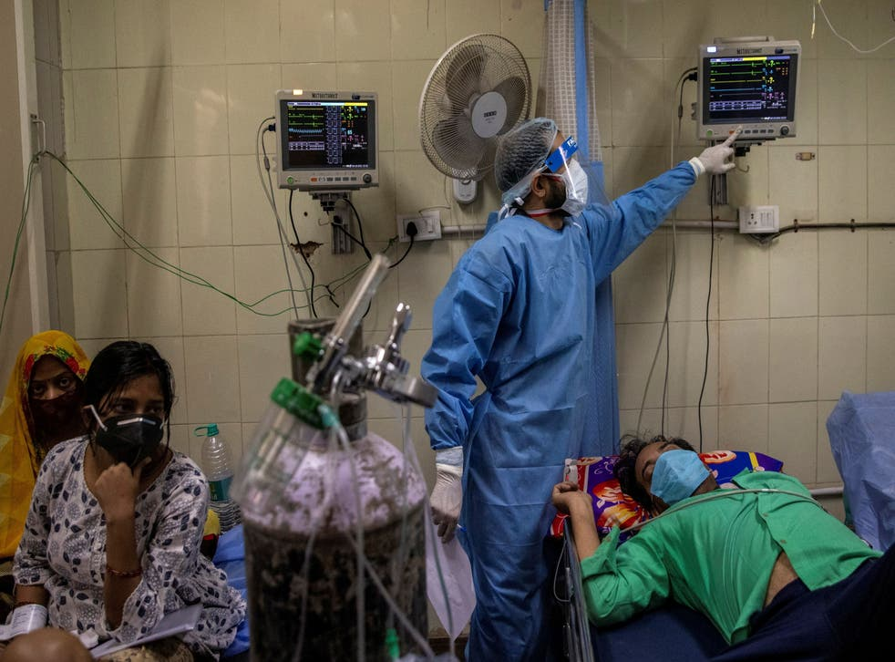 <p>Coronavirus patients are treated at the casualty ward in Lok Nayak Jai Prakash Hospital amid the spread of the disease in New Delhi</p>