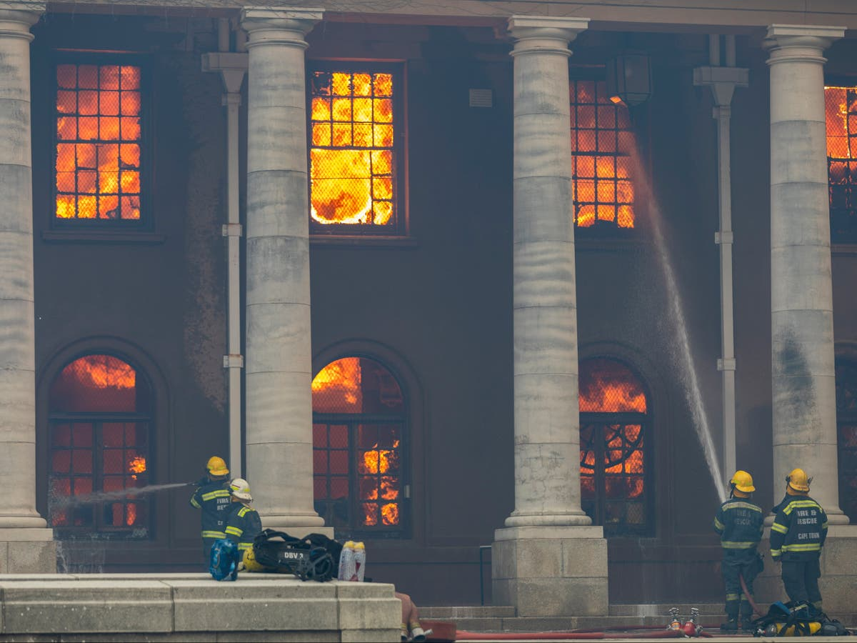 South Africa: Table Mountain wildfire tears through Cape Town university library
