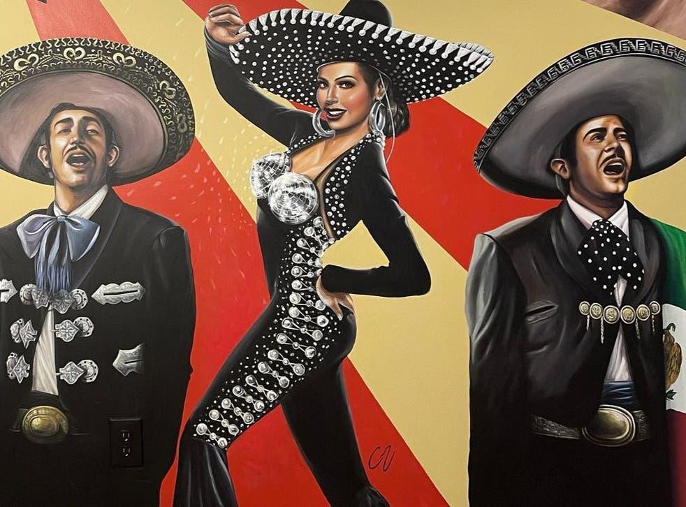 <p>La pintura, creada por el artista Christian Moya, presenta a Pedro Infante, Jorge Negrete y Thalía como íconos de la música y actuación mexicana</p>