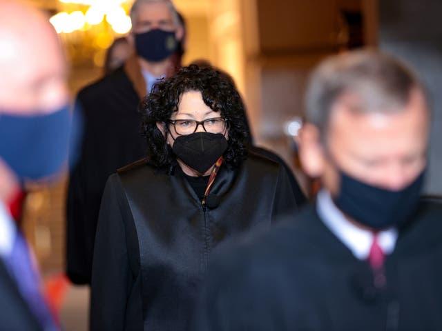La jueza adjunta de la Corte Suprema Sonia Sotomayor llega a la 59a inauguración presidencial en Washington, DC, el 20 de enero de 2021
