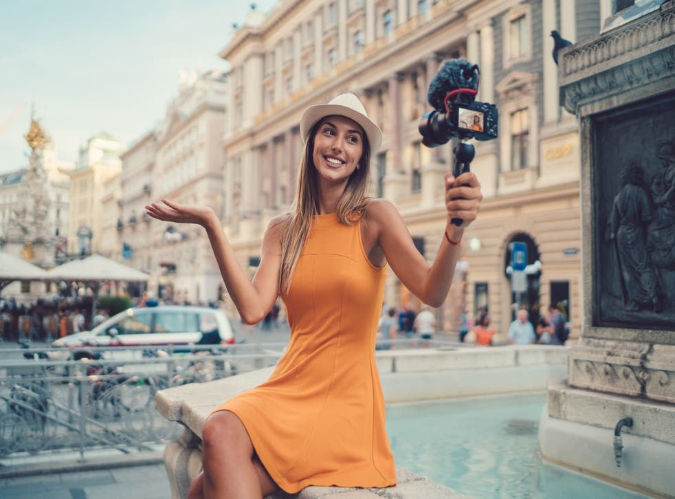 <p>A calculator can now estimate how many views and followers you need to become a full-time influencer. </p>