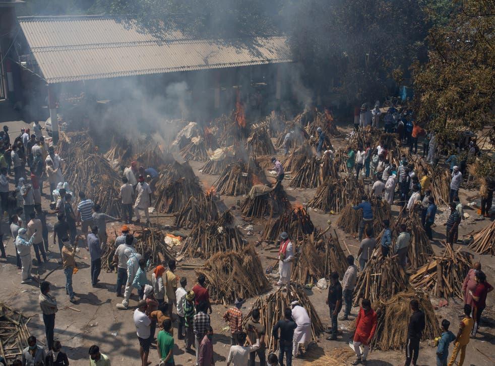 APTOPIX Virus Outbreak India Funerals Photo Gallery
