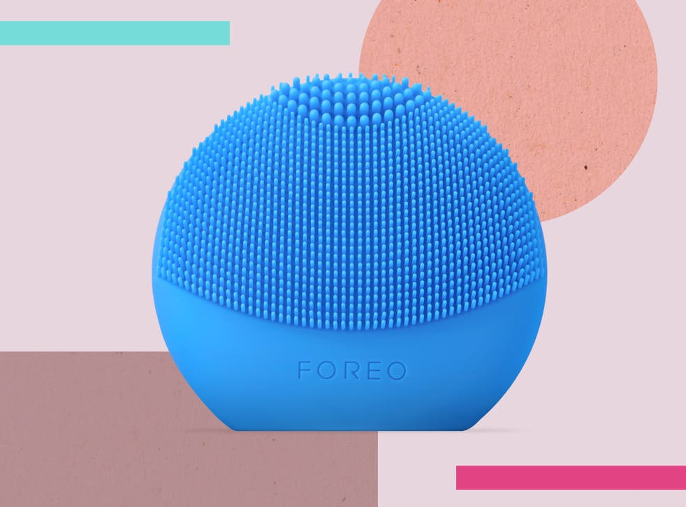 <p>We tested the gadget for one week, using it as part of our morning and evening routine</p>