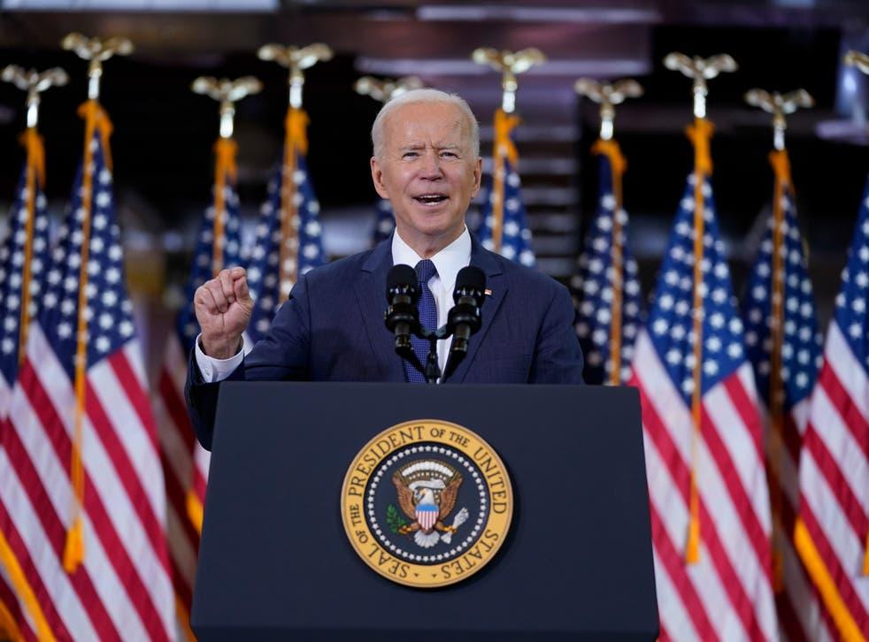 El presidente Joe Biden pronuncia un discurso sobre el gasto en infraestructura en Carpenters Pittsburgh Training Center el miércoles 31 de marzo de 2021, en Pittsburgh.