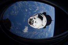 """Cápsula SpaceX Dragon evita misterioso objeto volador """"desconocido"""""""