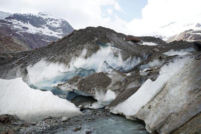Italy's Forni glacier has retreated by almost 2km in the past 150 years