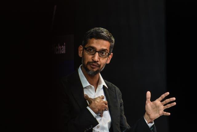 Sundar Pichai habla en la conferencia DealBook del New York Times en la ciudad de Nueva York