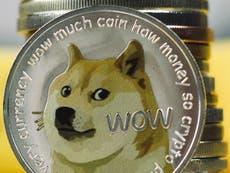 """El precio de Dogecoin se dispara después de que Elon Musk se llama a sí mismo """"El Dogefather"""""""