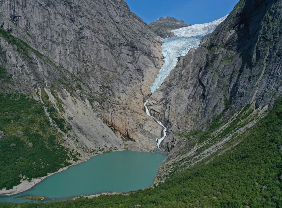 <p>The world's glaciers are retreating at an accelerated rate, the study says</p>