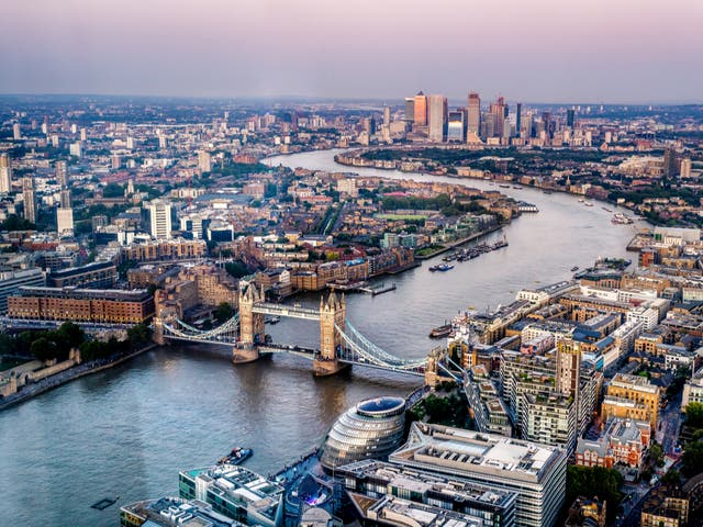 <p>International visitors are the financial lynchpin of the UK tourism industry</p>