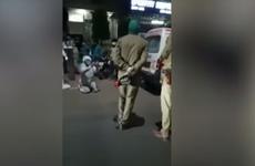 """Mujer muere después de que la policía india """"le quitara el cilindro de oxígeno a su familia"""""""