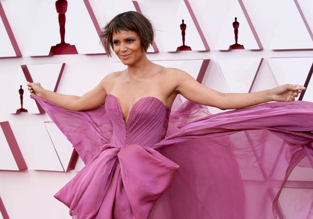 Halle Berry shows off long hair after Oscars bob