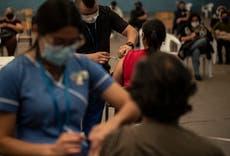 Chile obtiene más vacunas chinas; inmunizará a menores de 45
