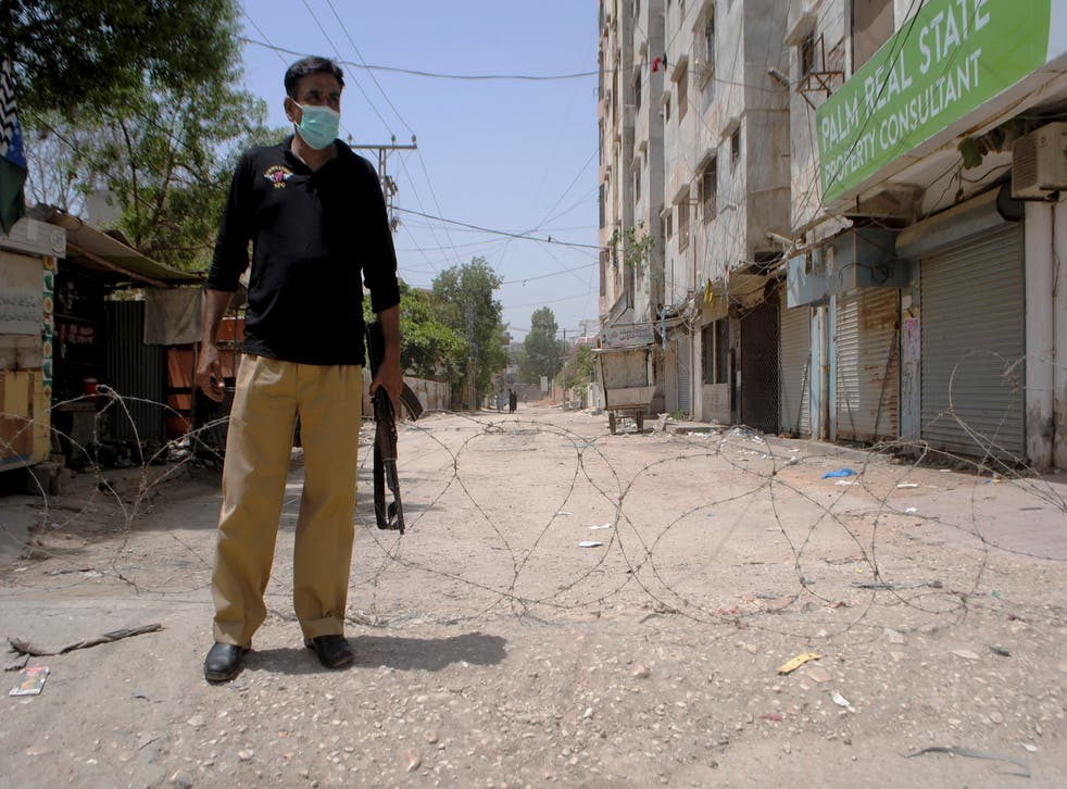 <p>File image: A representative image of a police officer in Pakistan </p>