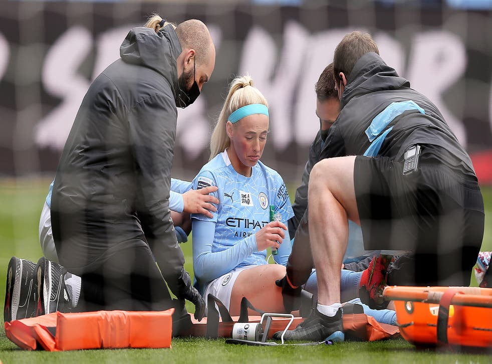<p>Chloe Kelly had to be stretchered off the pitch after suffering the injury on Saturday</p>
