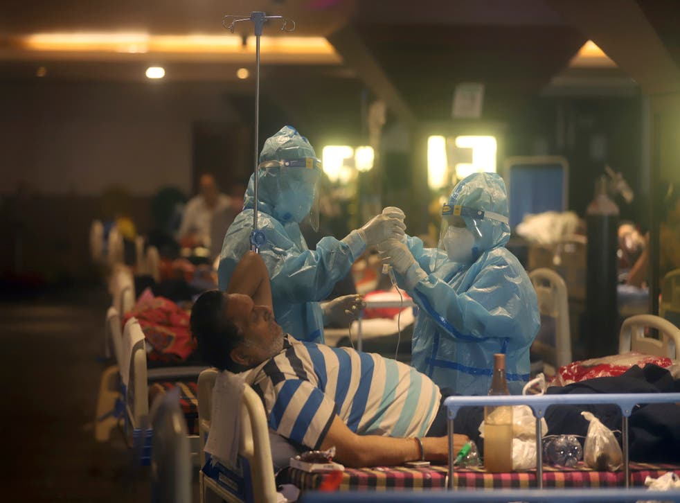<p>Health workers attend to Covid-19 patients at a makeshift Delhi hospital </p>
