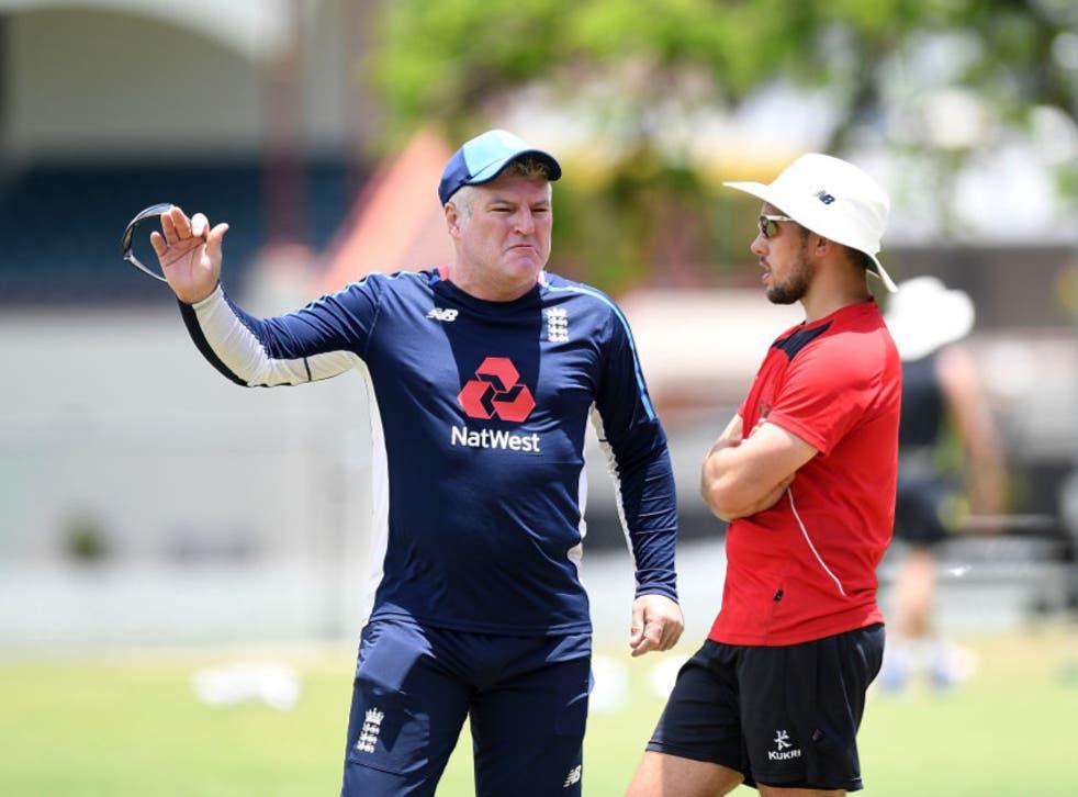 Stuart MacGill (left) talks tactics with Simon Kerrigan during an England Lions training session