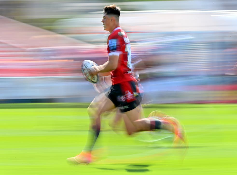 Louis Rees-Zammit in action for Gloucester