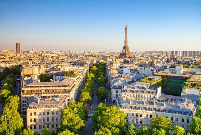<p>Paris in the summertime</p>