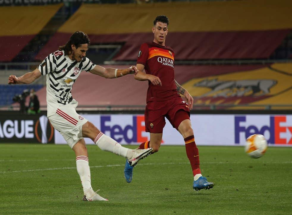 Edinson Cavani of Manchester United scores their first goal