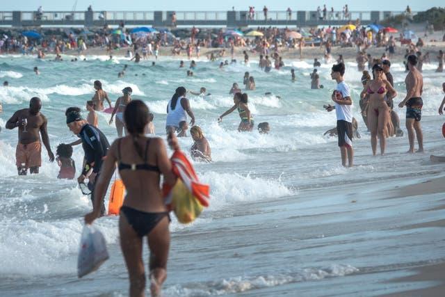 Los vacacionistas de las vacaciones de primavera acudieron en masa a las playas de Florida en marzo y abril