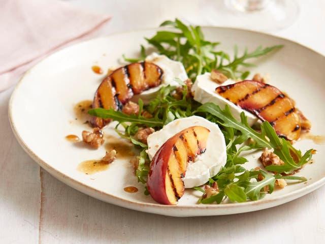<p>Grilled nectarine salad with rocket & goat's cheese</p>