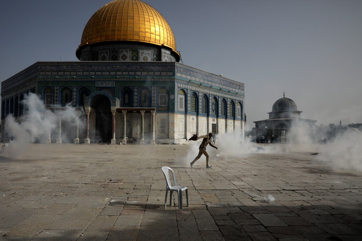 Jerusalem protests – latest: Almost 200 injured in unrest at Al-Aqsa mosque ahead of Israeli nationalist march - independent