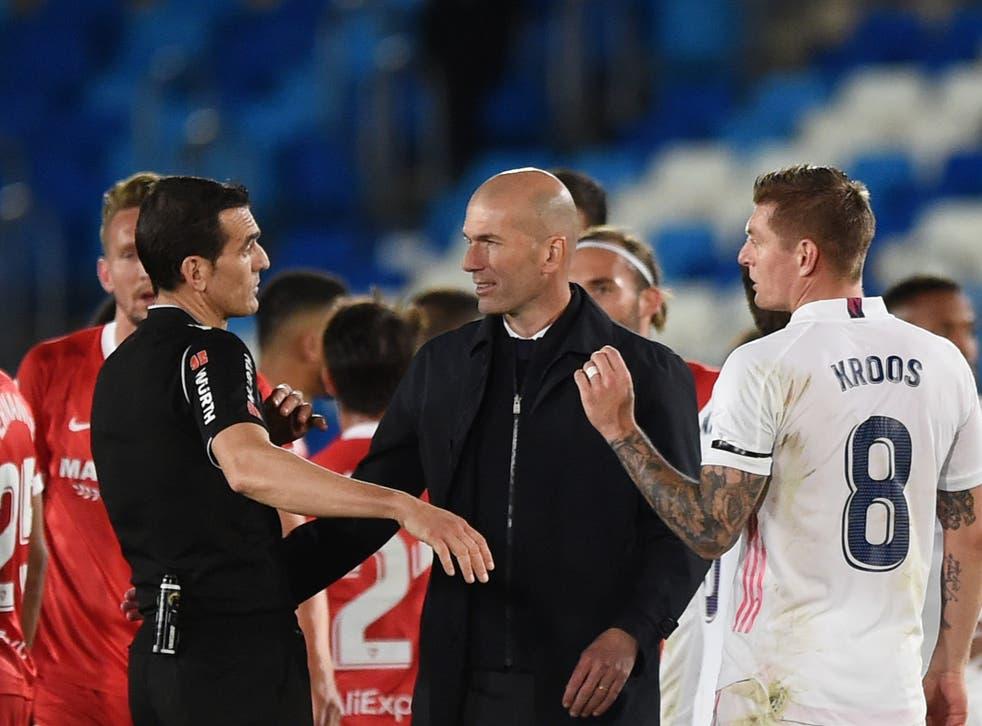 Zinedine Zidane, Head Coach of Real Madrid interacts with Referee Juan Martinez Munuera