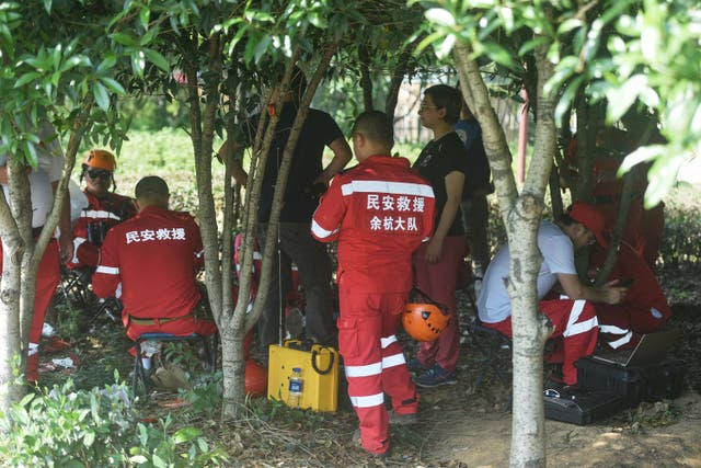 <p>Rescuers searching for leopards who escaped from a park in Hangzhou, in China's eastern Zhejiang province</p>