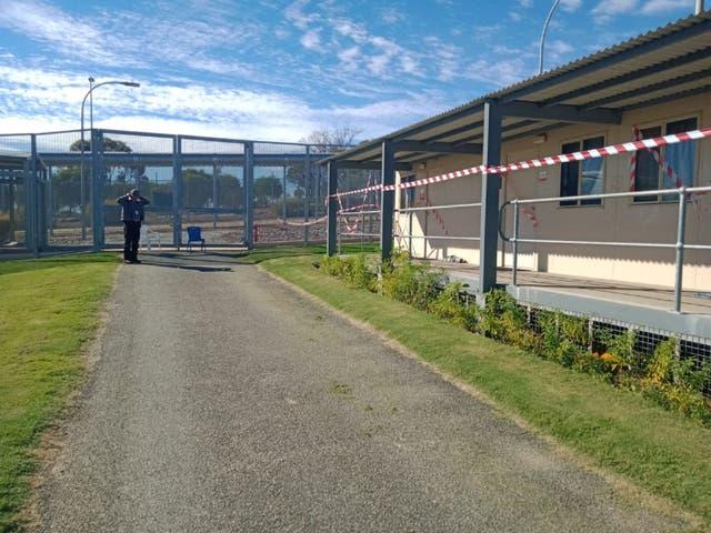 Se ha descubierto un túnel de escape de 20 metros debajo de un bloque de alojamiento en el complejo Falcon (en la foto) en el centro de detención de inmigrantes de Yongah Hill en Australia Occidental.