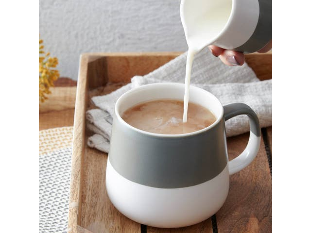 <p>An official from the US Embassy made a cup of tea in a microwave</p>