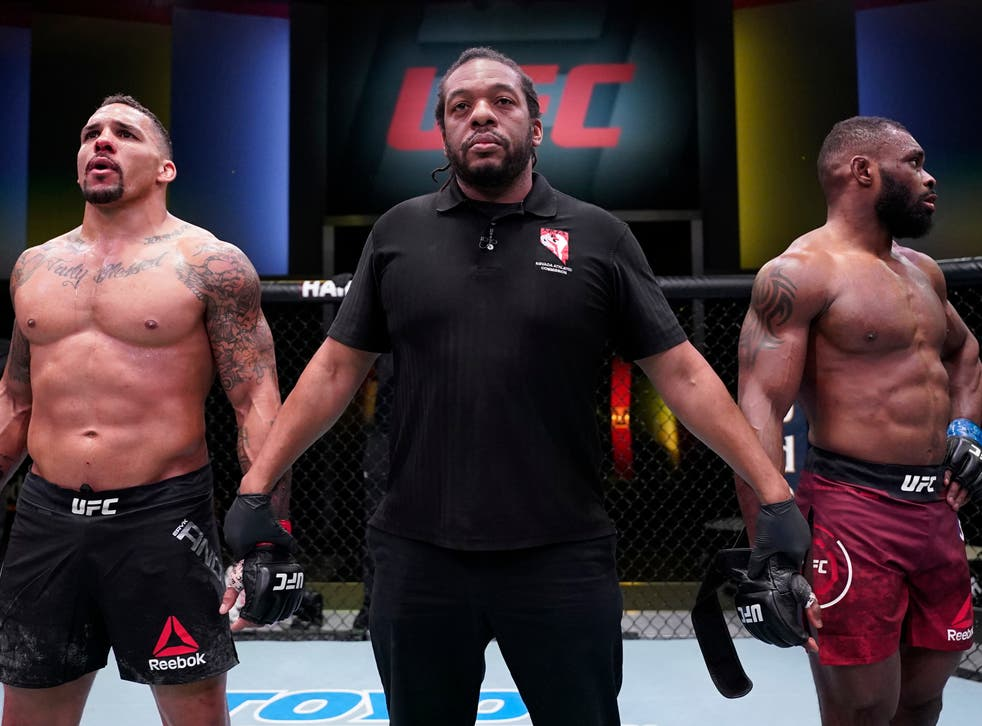 Eryk Anders (left) landed an illegal knee on Darren Stewart in the pair's first meeting