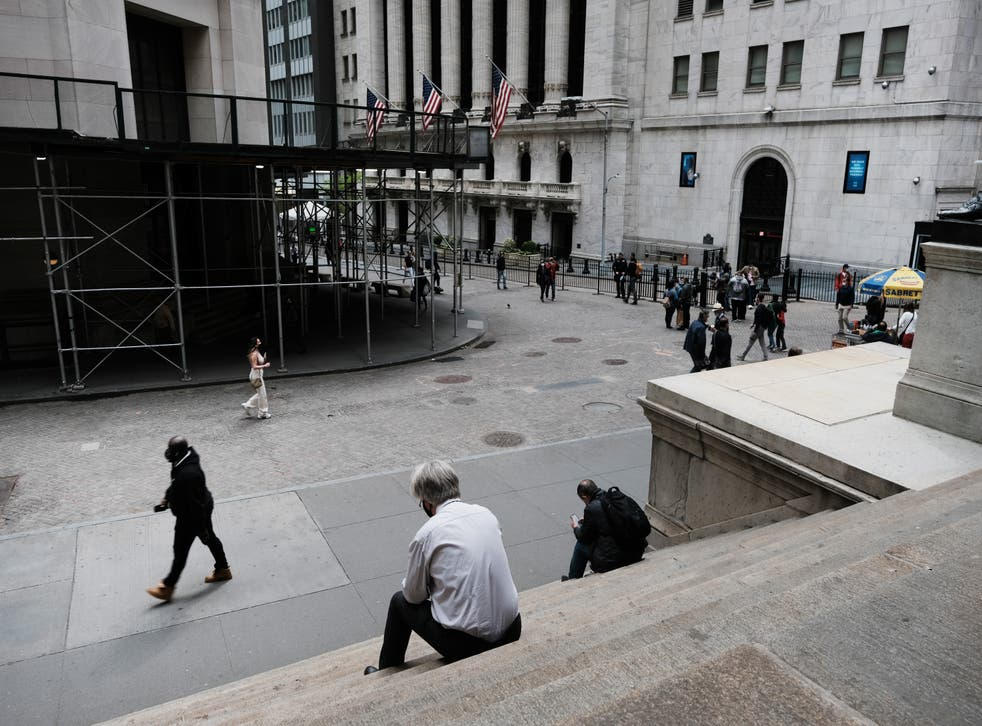<p>Global stocks fell as concerns mount that rising inflation will prompt central banks to tighten monetary policy </p>