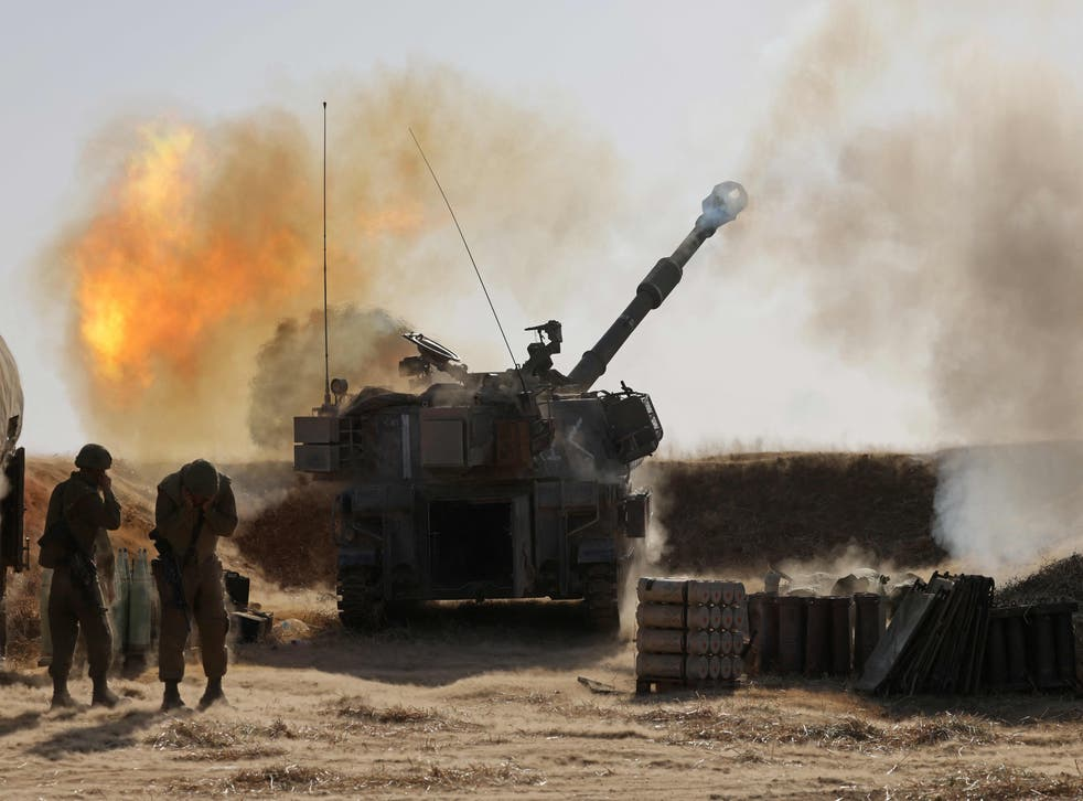 <p>Israeli soldiers fire a 155mm self-propelled howitzer towards targets in the Gaza Strip from their position near the western Israeli city of Sderot </p>
