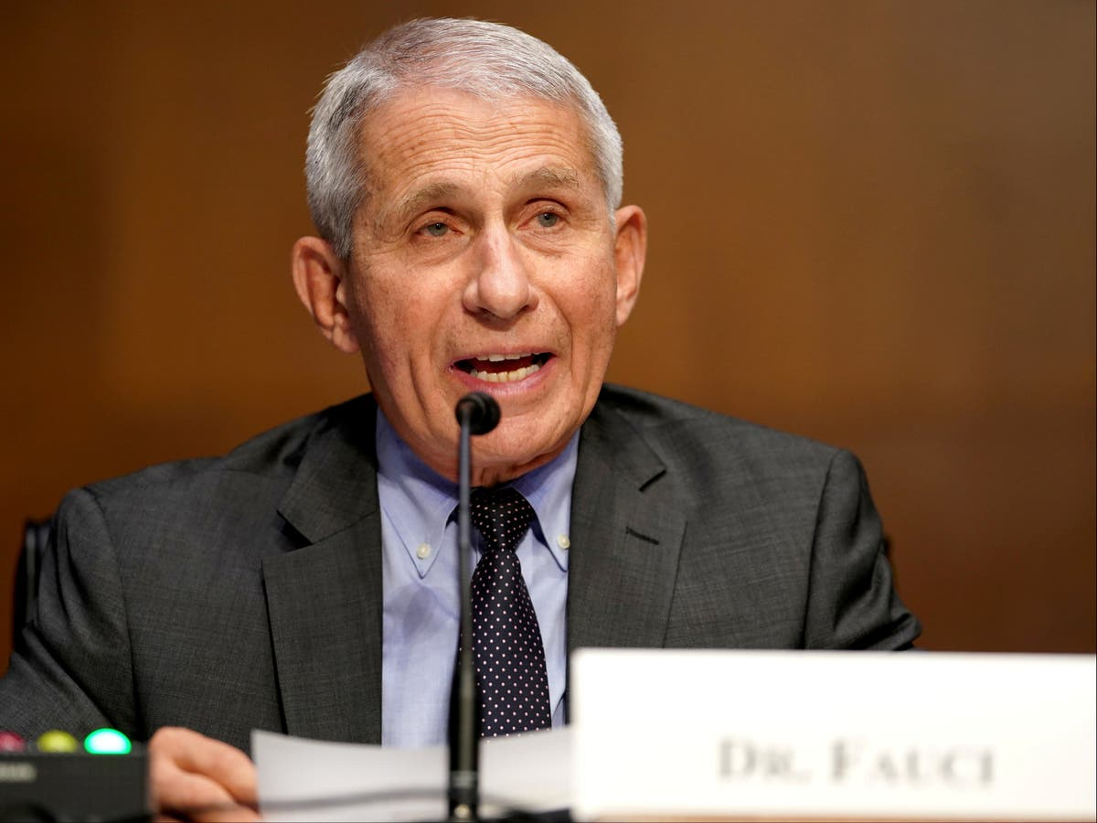Fauci officially gives vaccinated Americans the green light to ditch their mask outside