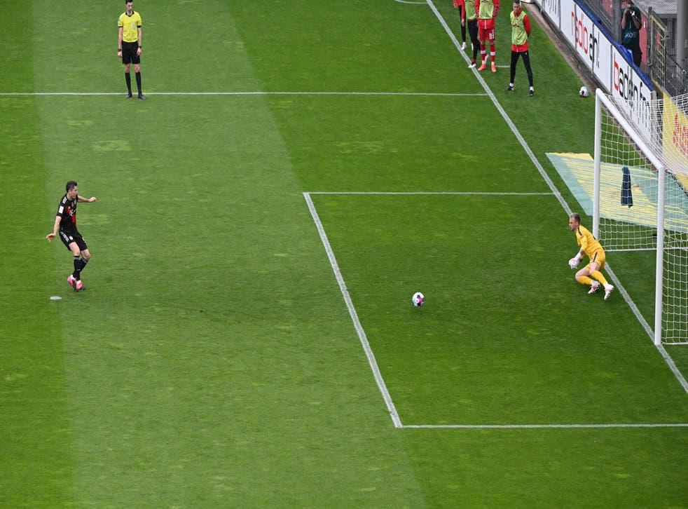 <p>Robert Lewandowski reached the 40-goal mark from the penalty spot</p>