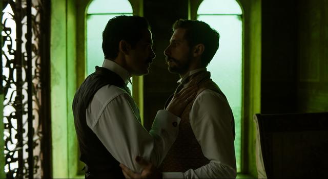 <p>Alfonso Herrera y Emiliano Zurita protagonizan la versión fílmica de <em>El Baile de los 41</em>.</p>