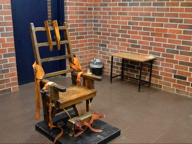 Esta fotografía de archivo de marzo de 2019, proporcionada por el Departamento de Correcciones de Carolina del Sur, muestra la silla eléctrica del estado en Columbia, Carolina del Sur.