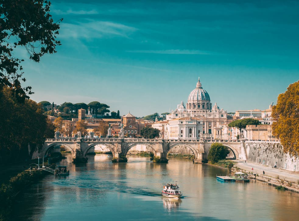 <p>US travellers hoping to fly to Rome will have to provide more test results or face quarantine </p>
