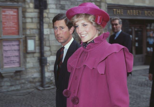 <p>El Príncipe Carlos y la Princesa de Gales en la Abadía de Westminster, Londres, para un servicio del centenario para el Royal College Of Music el 28 de febrero de 1982.</p>