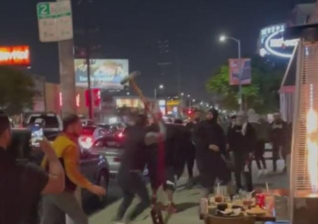 La violencia estalló afuera de un restaurante de sushi en Los Ángeles cuando los comensales judíos fueron atacados