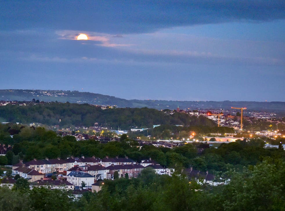 The 'flower moon' sets over Bristol
