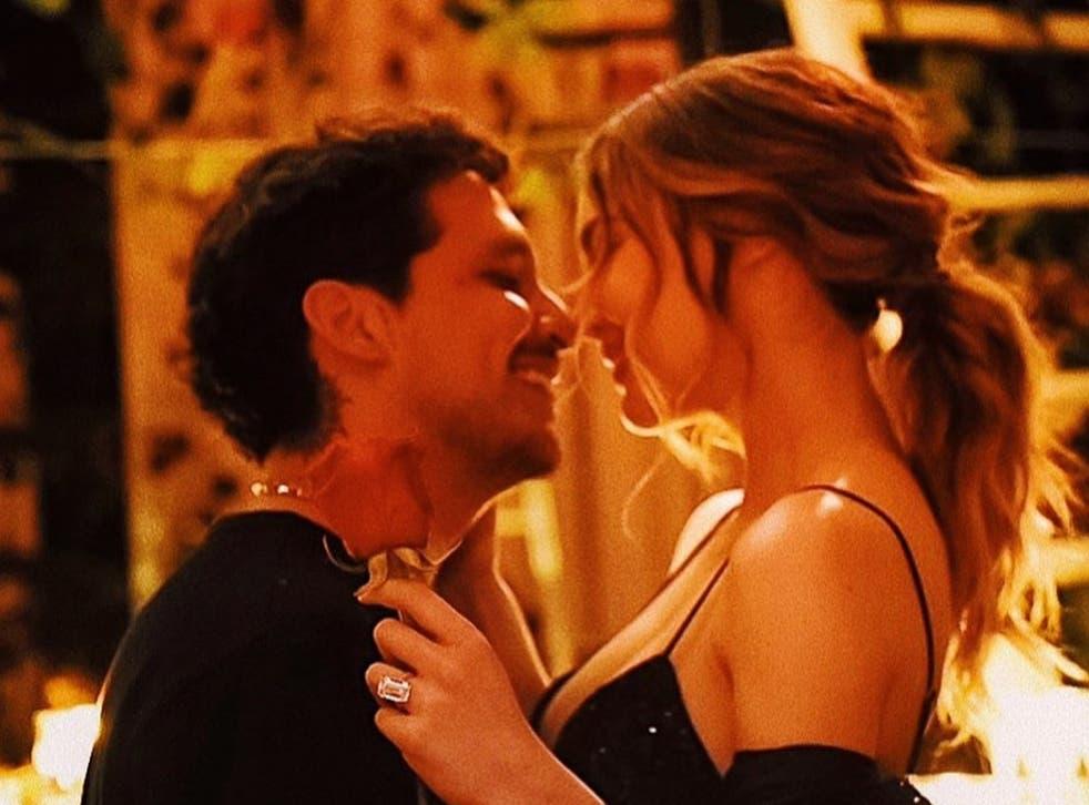 <p>Hasta el momento se desconoce la fecha de la boda entre Nodal y Belinda, quienes fueron flechados por Cupido en los foros de TV Azteca durante la participación de los intérpretes como coaches en <em>La Voz México</em>.</p>