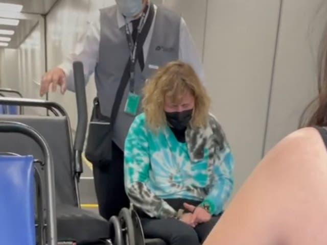 Geeg DeFiebre said the airline had broken her chair