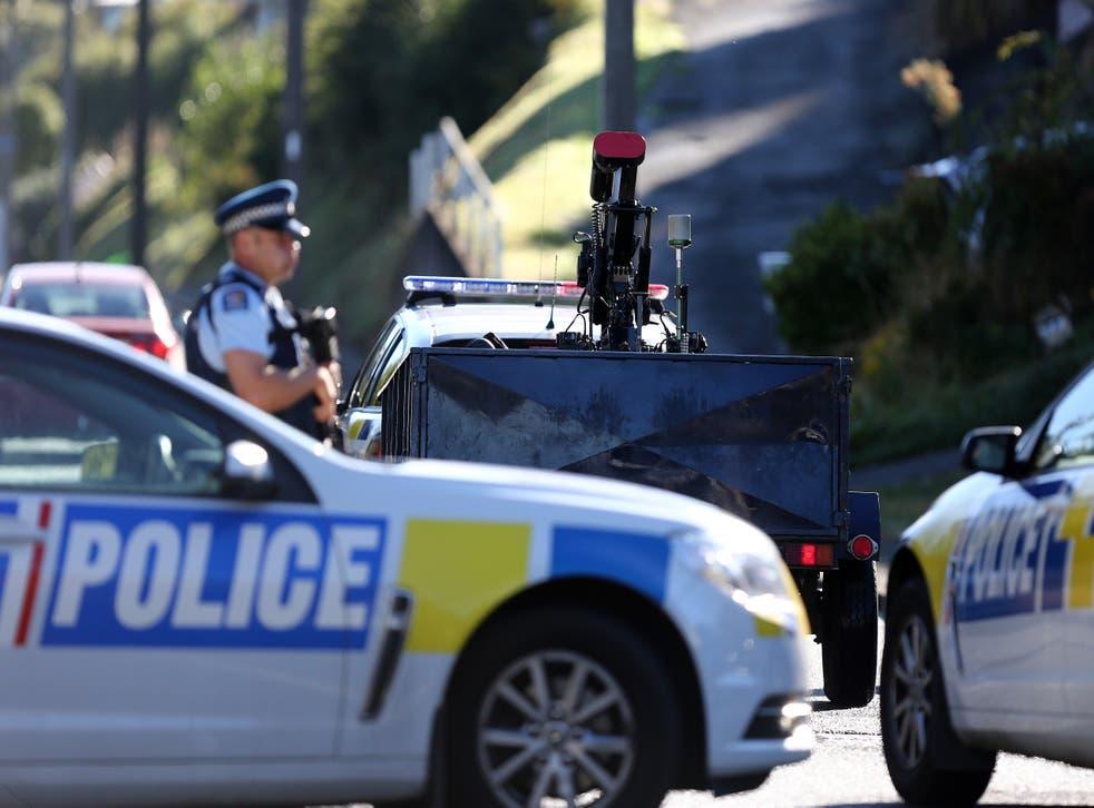 <p>La policía investiga una propiedad en Dunedin, Nueva Zelanda, el 16 de marzo de 2019.</p>