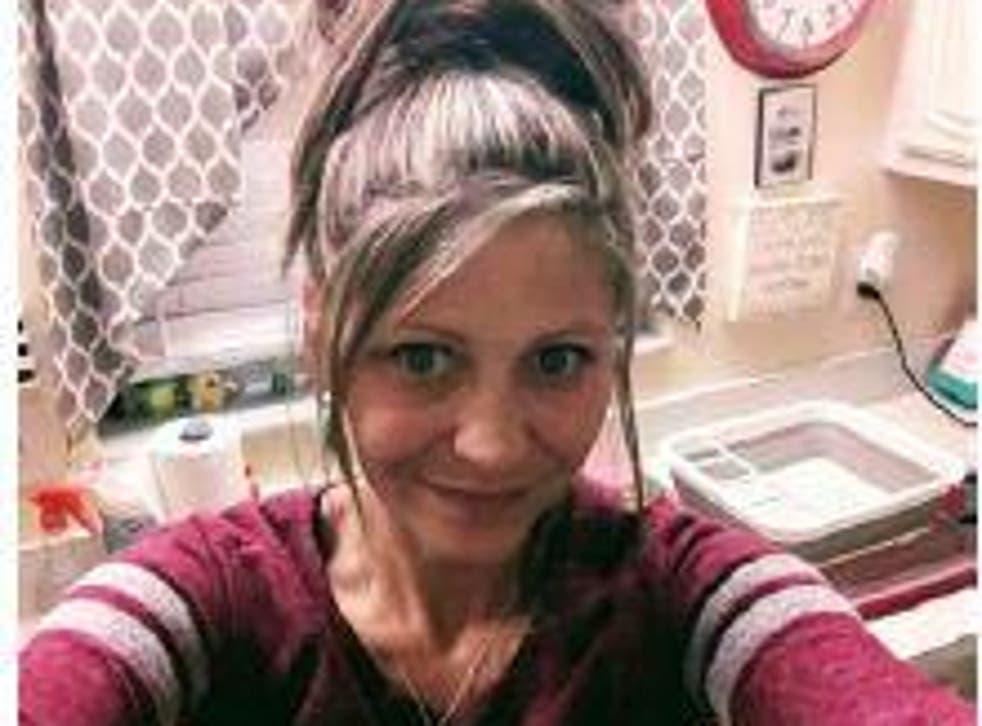 <p>Lyndsey Kennedy salió de una tubería de drenaje de 6 pies el sábado y fue transportada a un hospital local para recibir tratamiento.</p>